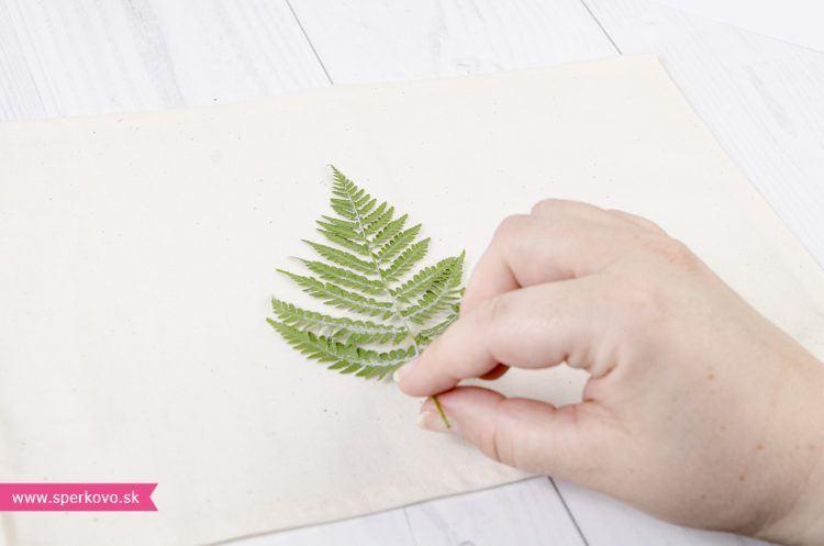 ako-si-vyrobit-jednoduche-prestieranie-s-pouzitim-farieb-na-textil-5