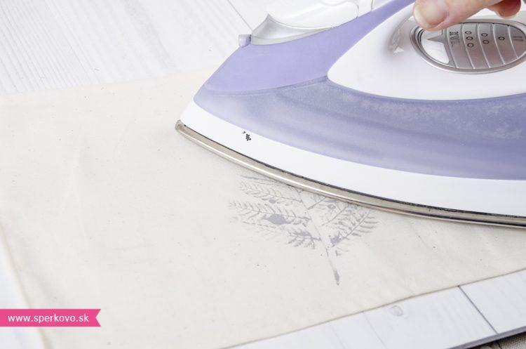 ako-si-vyrobit-jednoduche-prestieranie-s-pouzitim-farieb-na-textil-8