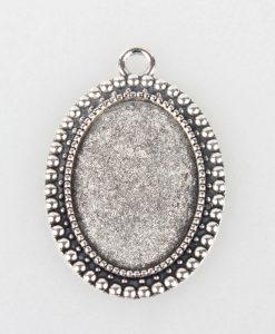 Ozdobné oválne lôžko na šperky