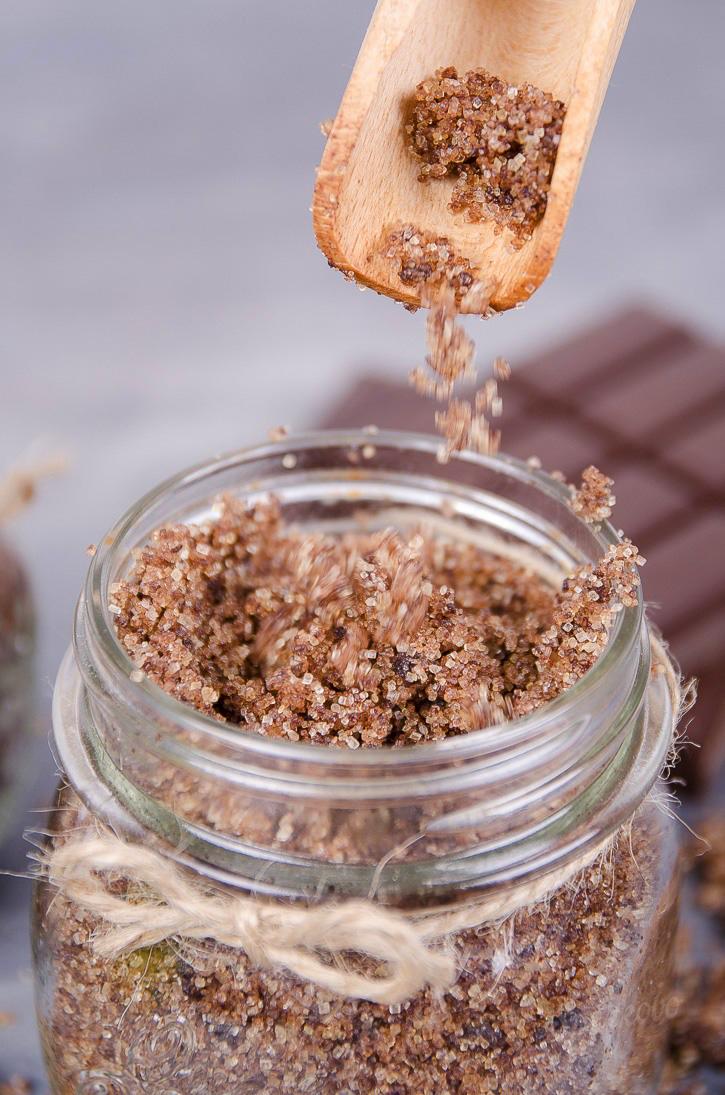 Návod na domáci čokoládový peeling s kokosovým olejom