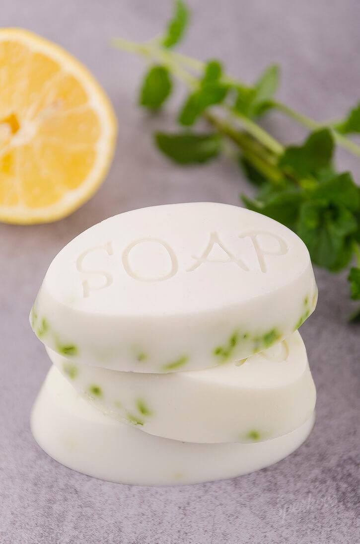 Návod ako vyrobiť mydlo s mätou a citrónom