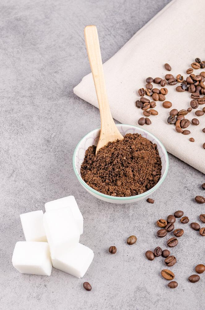 Postup na výrobu kávového mydla z mydlovej hmoty