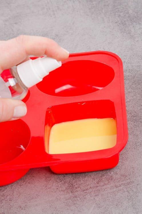 Mica prášková farba do mydla a odstraňovač bubliniek