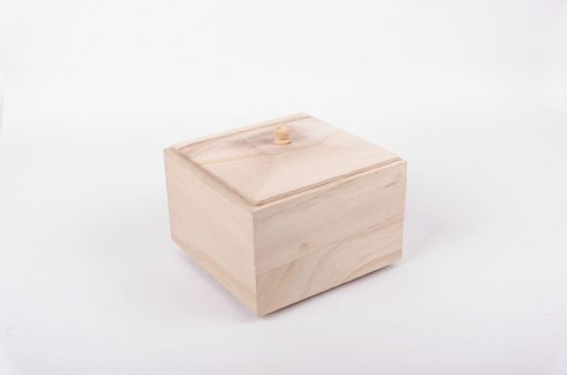 Drevená krabička s nožičkami štvorcová