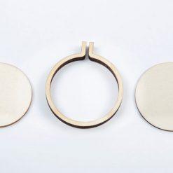 Drevený rám na vyšívané šperky kruh stredný