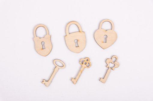 Drevený výrez sadazámok a klúčik