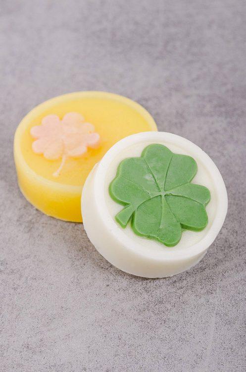Návod ako si vyrobiť viacfarebné mydlo z mydlovej hmoty