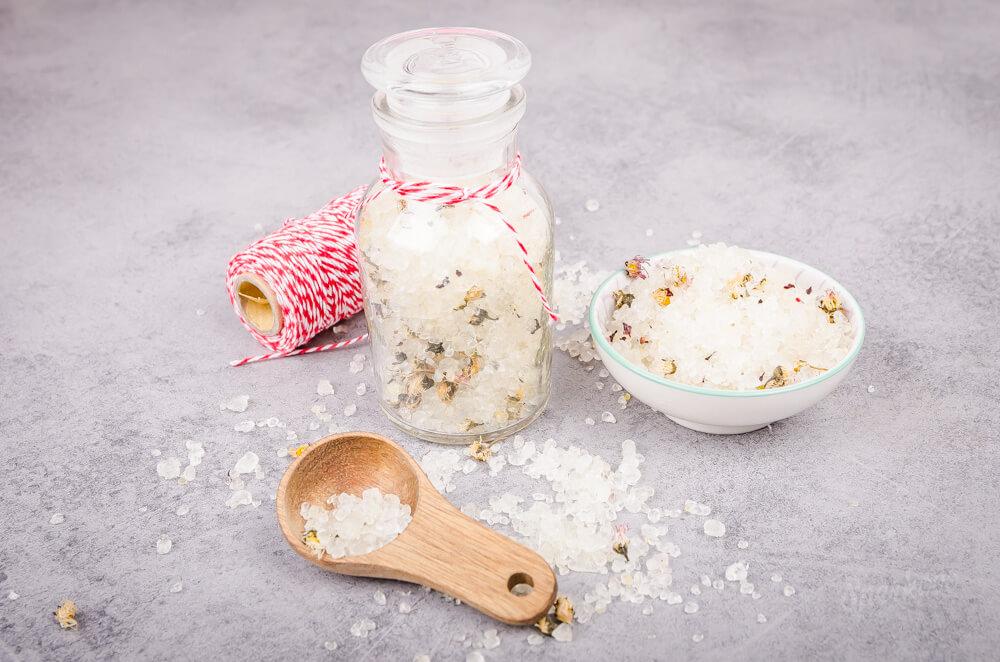 Návod na soľ do kúpeľa s harmančekom