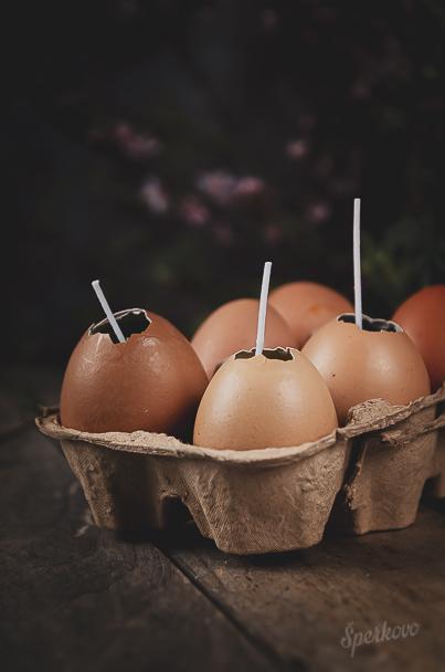 Návod na farebné vajíčkové sviečky zo škrupinky