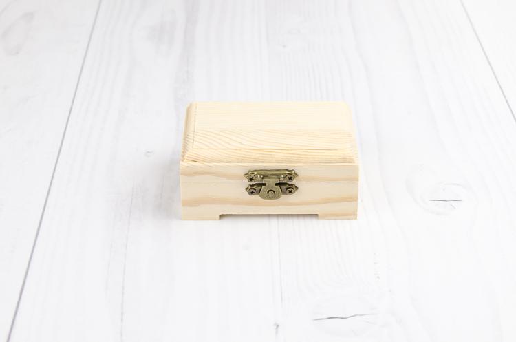 Drevená krabička s nožičkami malá