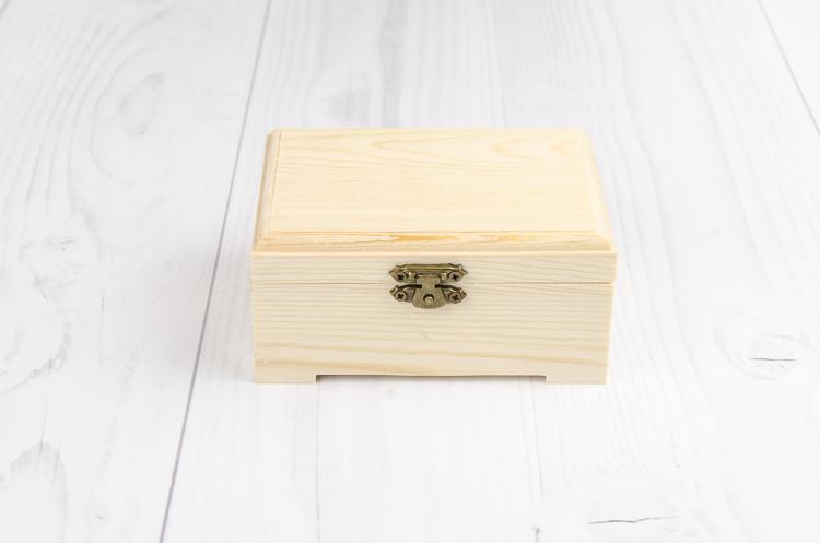 Drevená krabička s nožičkami stredná