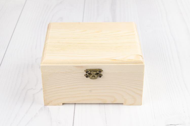 Drevená krabička s nožičkami veľká