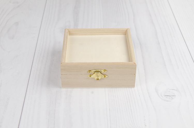 Drevená krabička s okrajom malá