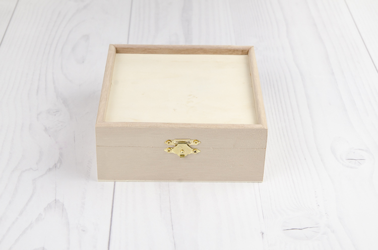 Drevená krabička s okrajom stredná